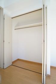 寝室6帖 エアコン・収納付