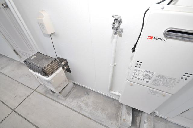 ミツワハイツⅠ 玄関外の洗濯機置場があります。