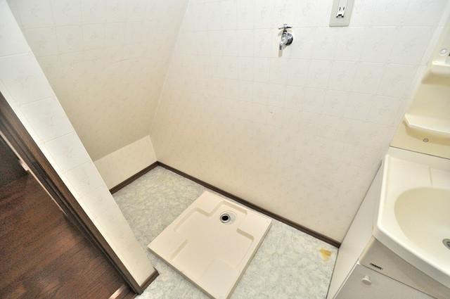 長栄寺8-24 貸家 室内に洗濯機置き場があれば雨の日でも安心ですね。