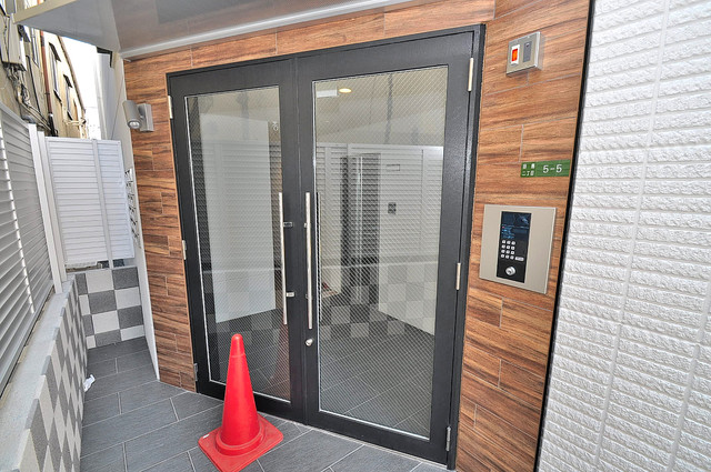 CITYPAL TAJIMA EAST オシャレなエントランスは安心のオートロック完備です。