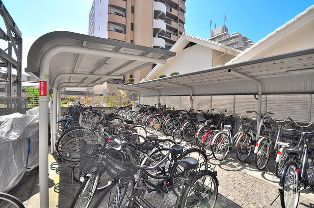 グランドゥルイ 屋内にある駐輪場は大切な自転車を雨から守ってくれます。