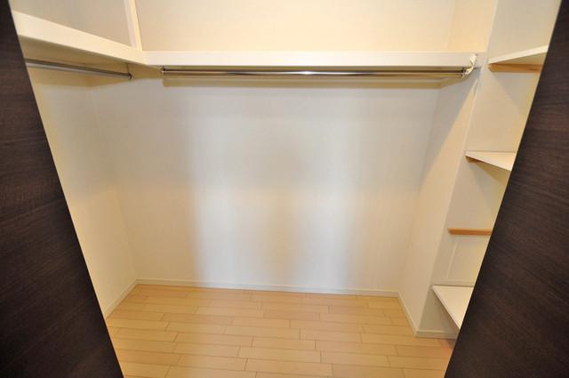 アビタシオン巽 人気のウォークインクローゼット。お部屋が広々と使えます。