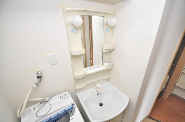 ラトゥール長瀬 人気の独立洗面所はゆったりと余裕のある広さです。