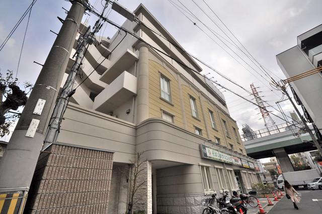 トリニティ東野 シックな色合いで落ち着いた雰囲気のマンションです。