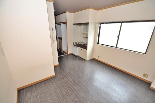 アリタマンション長瀬 落ち着いた雰囲気のこのお部屋でゆっくりお休みください。