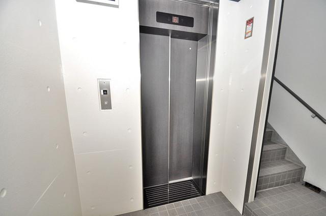 カーサ ヴィヴァーチェ 嬉しい事にエレベーターがあります。重い荷物を持っていても安心