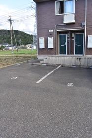 https://image.rentersnet.jp/19d7d78d-eddf-4a14-ad2d-46ce07f59711_property_picture_953_large.jpg_cap_駐車場