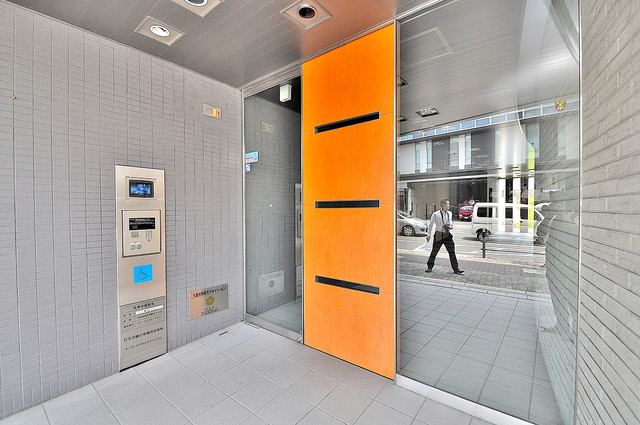 オーク・イマザト ステーション オシャレなエントランスは安心のオートロック完備です。