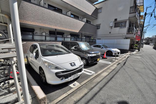 シムリーミナⅡ 敷地内に駐車場もあれば安心ですね。