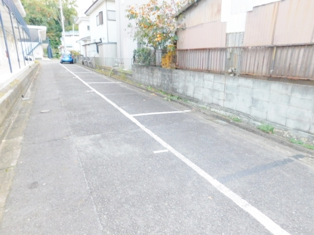 本厚木駅 バス12分「台ノ上」徒歩3分駐車場