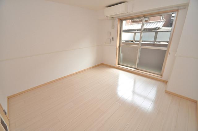 巽北ロイヤルマンション 明るいお部屋は風通しも良く、心地よい気分になります。