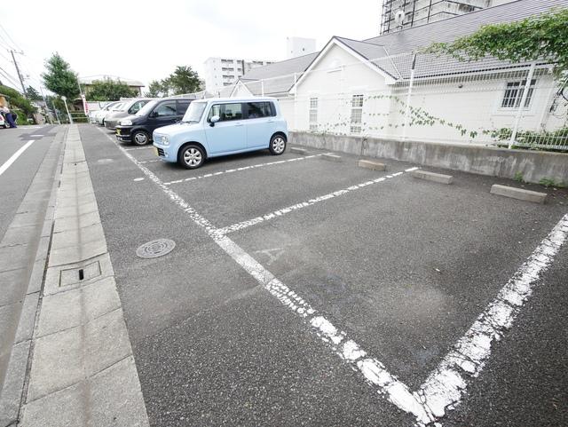 メゾンソレーユⅡ駐車場