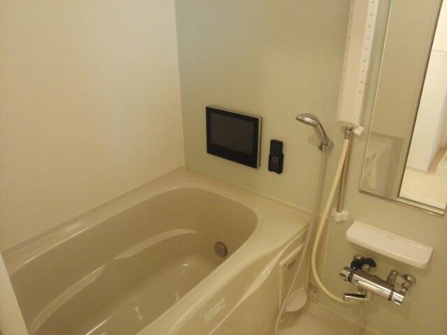 クリスタルガーデン カラー ゆったりと入るなら、やっぱりトイレとは別々が嬉しいですよね。