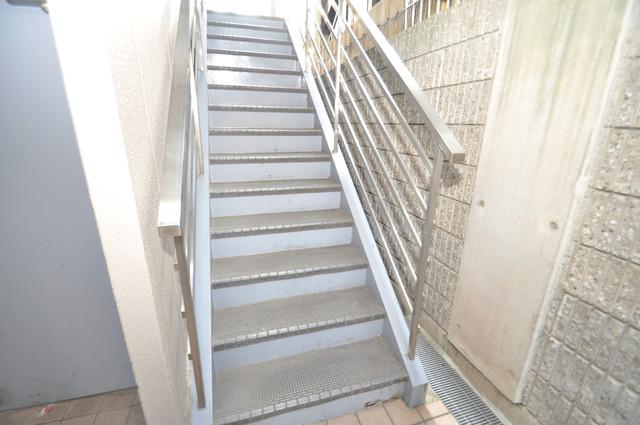 パームスクエア 2階に伸びていく階段。この建物にはなくてはならないものです。