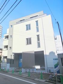 南新宿駅 徒歩3分の外観画像