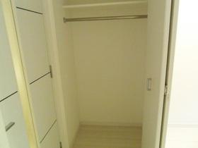 クローゼットタイプの収納スペース!