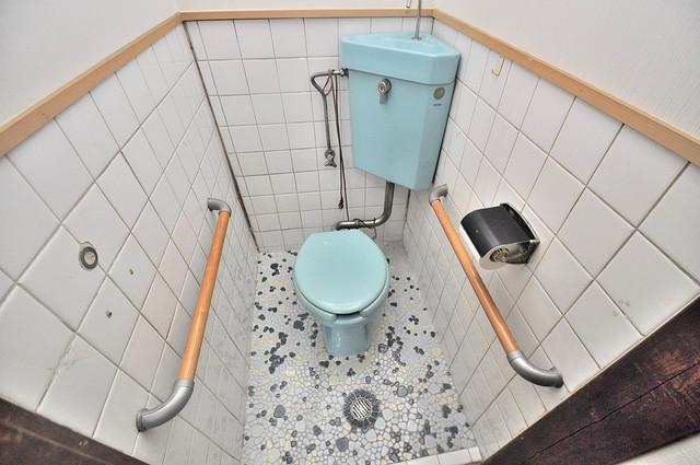 宝持4丁目貸家 清潔感のある爽やかなトイレ。誰もがリラックスできる空間です。