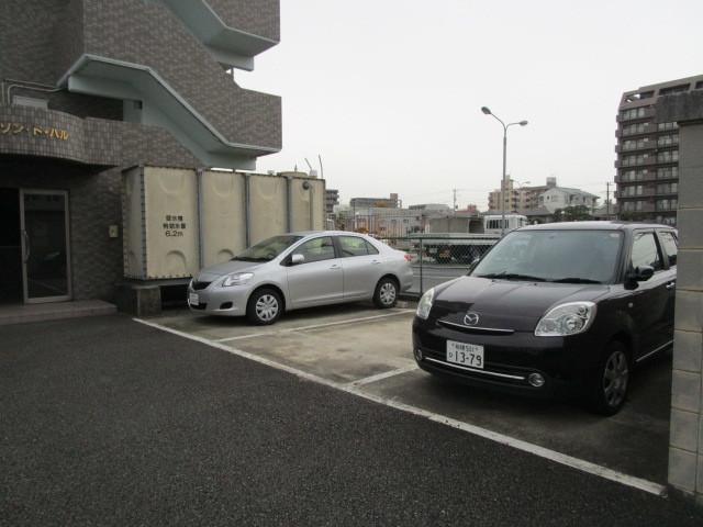 メゾンドハル駐車場