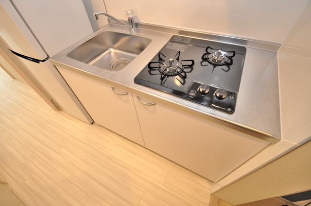 グランエクラ田島 システムキッチンなので広々使えて、お料理もはかどります。