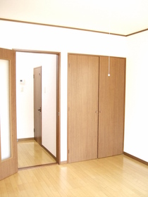 https://image.rentersnet.jp/1b976d0c-1065-46fa-8378-b5cb6cc4180a_property_picture_956_large.jpg_cap_居室