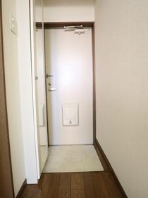 https://image.rentersnet.jp/1bf4bb67-46c8-4fe5-bda5-141c306f9d7e_property_picture_955_large.jpg_cap_玄関