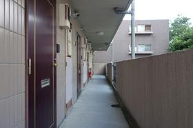 https://image.rentersnet.jp/1c07e25b-635d-42a4-8b42-043511bc5c5c_property_picture_1992_large.jpg_cap_共用廊下