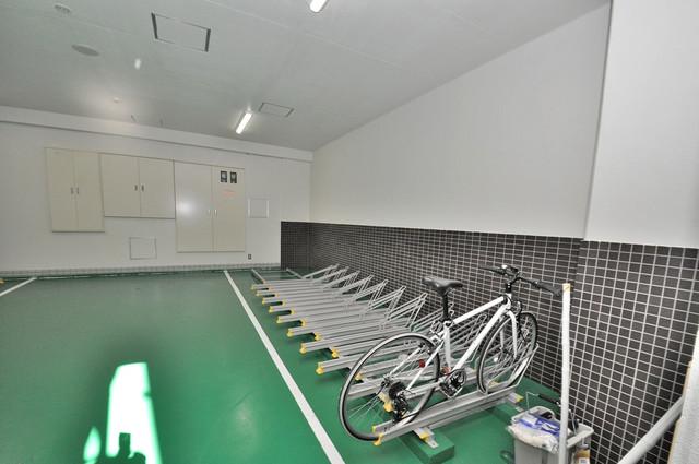 パラゴン布施駅前 屋内にある駐輪場は大切な自転車を雨から守ってくれます。
