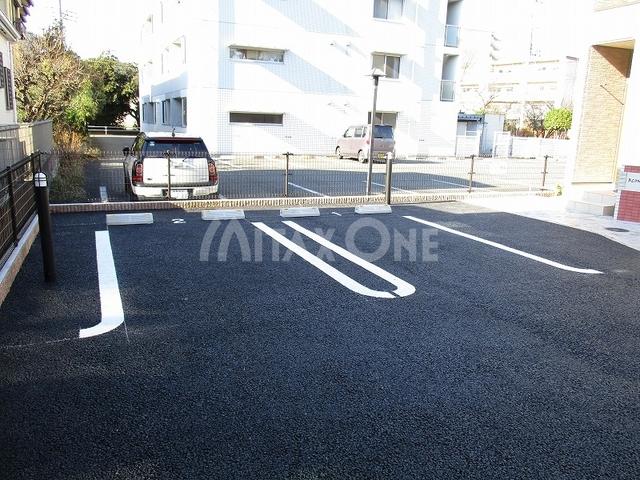 ブロンドザウルス駐車場