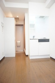 https://image.rentersnet.jp/1cadc403ffa9c96df6951e789f325b7b_property_picture_961_large.jpg_cap_照明つきの洋室です