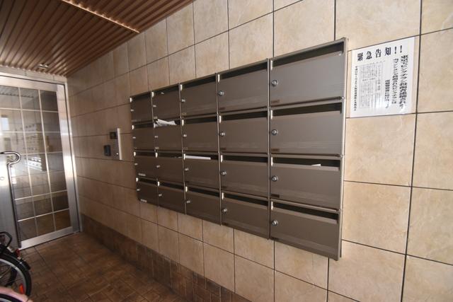 Q's(キューズ) エントランス内にある各部屋毎のメールボックス。