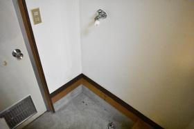 https://image.rentersnet.jp/1d7c0551-8fbc-46e3-9cfe-a86748ea9ac3_property_picture_953_large.jpg_cap_洗濯機置き場です。