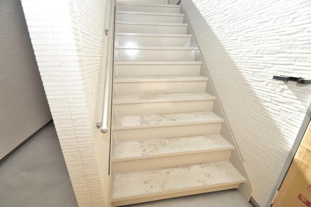 フジパレス諏訪Ⅱ番館 2階に伸びていく階段。この建物にはなくてはならないものです。