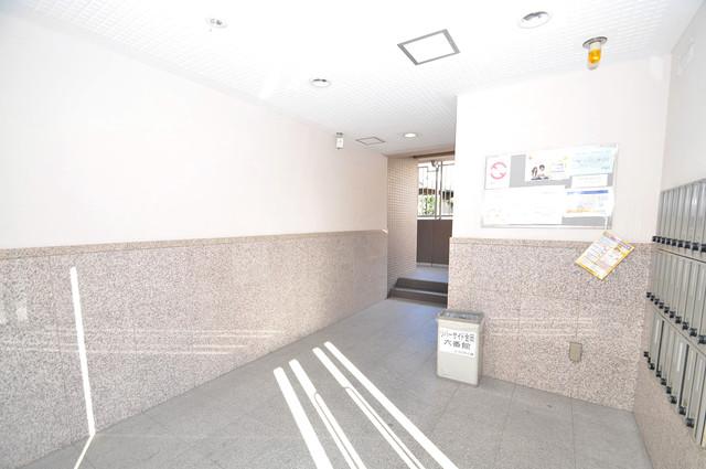 リバーサイド金岡六番館 エントランス周辺はいつも綺麗に清掃されています