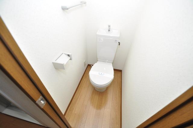Grace Court 白くてピカピカのトイレですね。癒しの空間になりそう。
