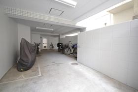 広尾駅 徒歩9分駐車場