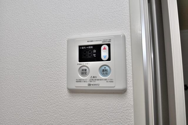 ANEMOS 給湯リモコン付。温度調整は指1本、いつでもお好みの温度です。
