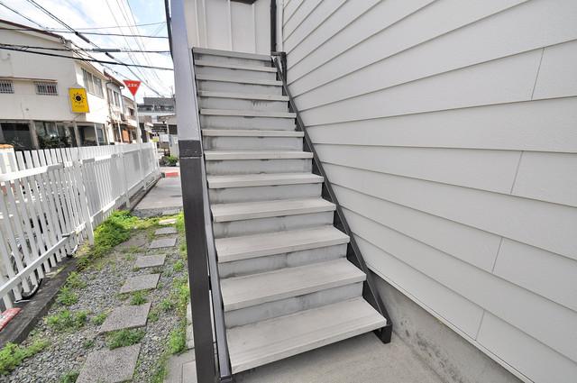 ミツワハイツⅠ この階段を登った先にあなたの新生活が待っていますよ。