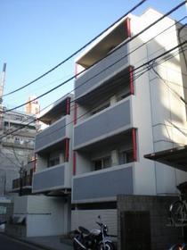 東新宿駅 徒歩3分の外観画像