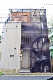 ヴェルジュール阿佐ヶ谷シンプルなダークパープルの階段外壁カラーがキレイです♪