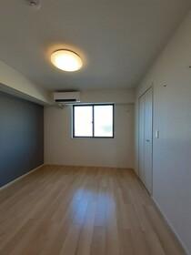 https://image.rentersnet.jp/1eb594d5-7642-4ac6-b733-a0931d86361e_property_picture_3515_large.jpg_cap_居室