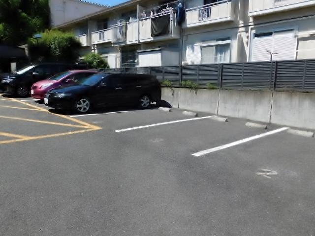 レスポワール海老名駐車場