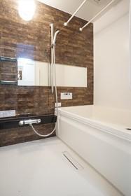追焚機能や乾燥機能を備えたバスルーム