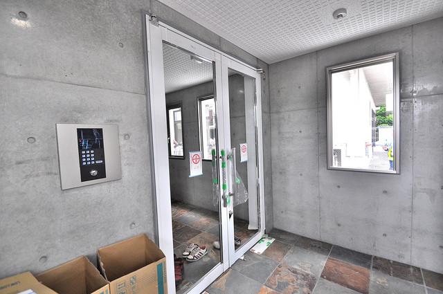 トレノーヴェ南巽 玄関まで伸びる廊下がきれいに片づけられています。