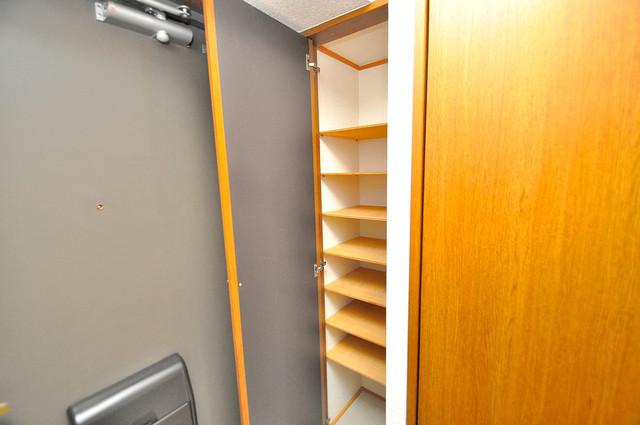 ビクトワール小阪 玄関にはオシャレなシューズボックスが設置されていますよ。