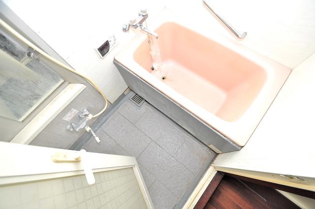 ルシード小阪 ちょうどいいサイズのお風呂です。お掃除も楽にできますよ。