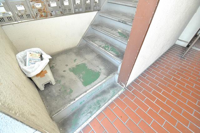 パシフィック玉津 この階段を登った先にあなたの新生活が待っていますよ。