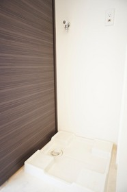 https://image.rentersnet.jp/1fe99efc071fa8f02ffff8051e8e7df6_property_picture_961_large.jpg_cap_洗濯機置き場です。