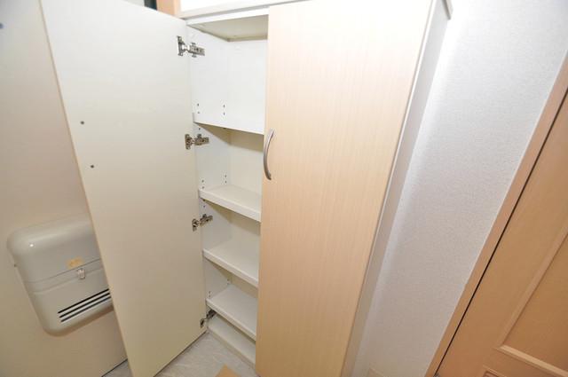 エスポワール永和 玄関にはコンパクトながらシューズボックスもありますよ。