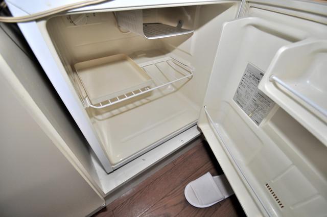 レスポワール 嬉しいミニ冷蔵庫付きです。家電代1つ分浮きましたね。