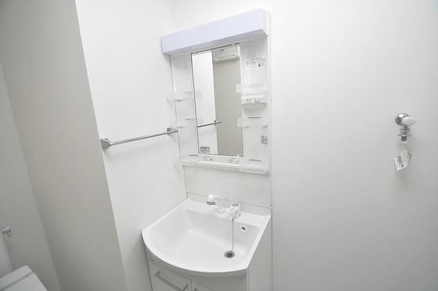 セゾンクレアスタイル新今里 独立した洗面所には洗濯機置場もあり、脱衣場も広めです。